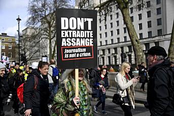 Tusener demonstrerer for Assange i London