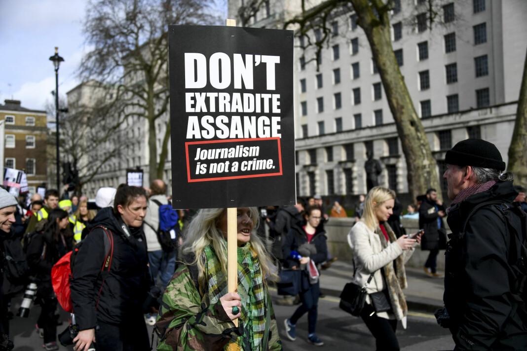 Tusener av mennesker marsjerte lørdag gjennom London for å kreve at Julian Assange ikke utleveres til USA.