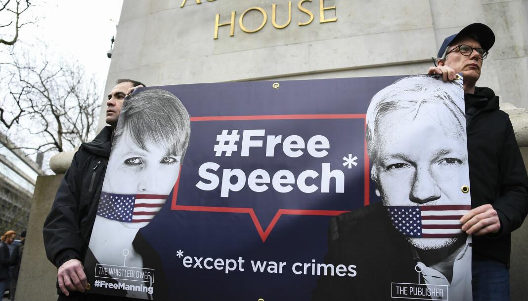 """Få dager før rettsmøtet i London, ble det avholdt en ny demonstrasjon til støtte for Assange. «Journalistikk er ikke en forbrytels»"""" var også blant parolene."""