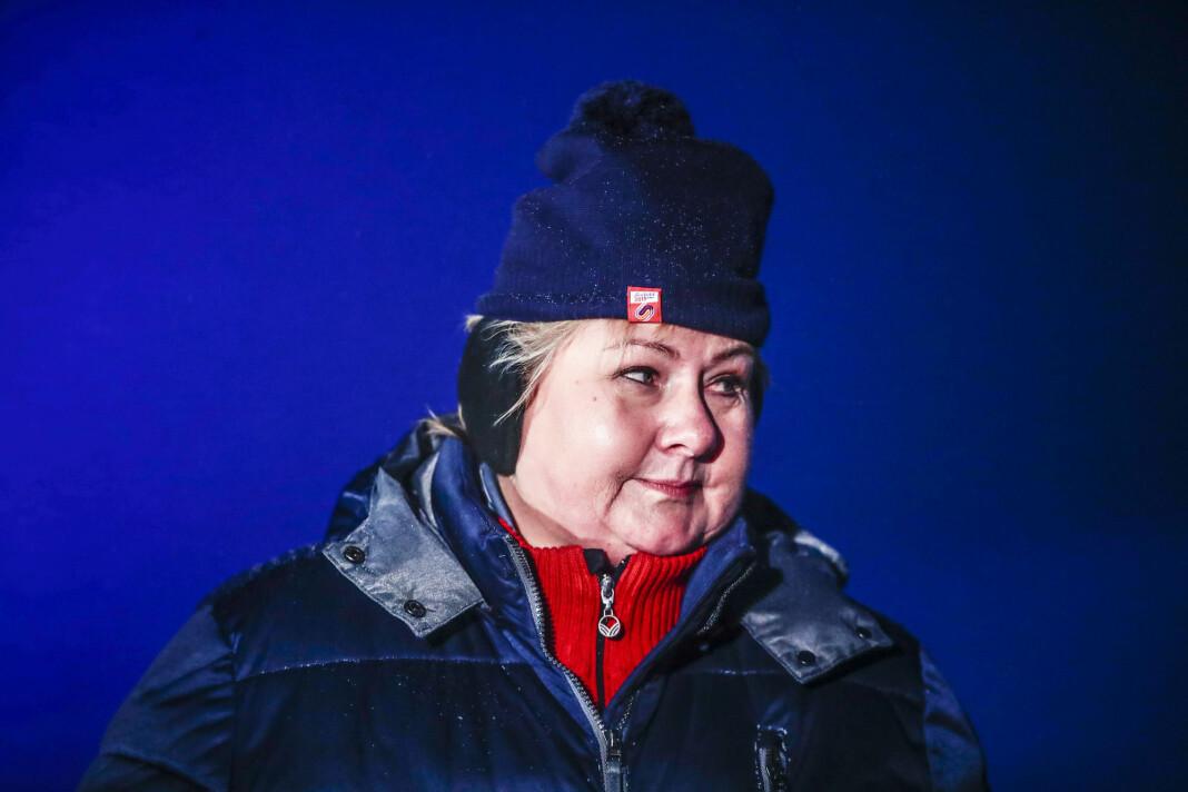 Sammen med en stor internasjonal delegasjon besøkte statsminister Erna Solberg tidligere i uka Longyearbyen. Der måtte hun svare på spørsmål om Jahn Teigen og en fiskeri- og sjømatminister.