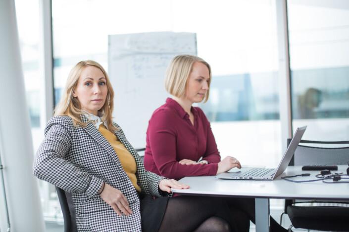 Sofie Fallmo Aartun og Heidi Odde Karstensen har brukt mye tid på å få med seg de unge kvinnene i debatten på Facebook.