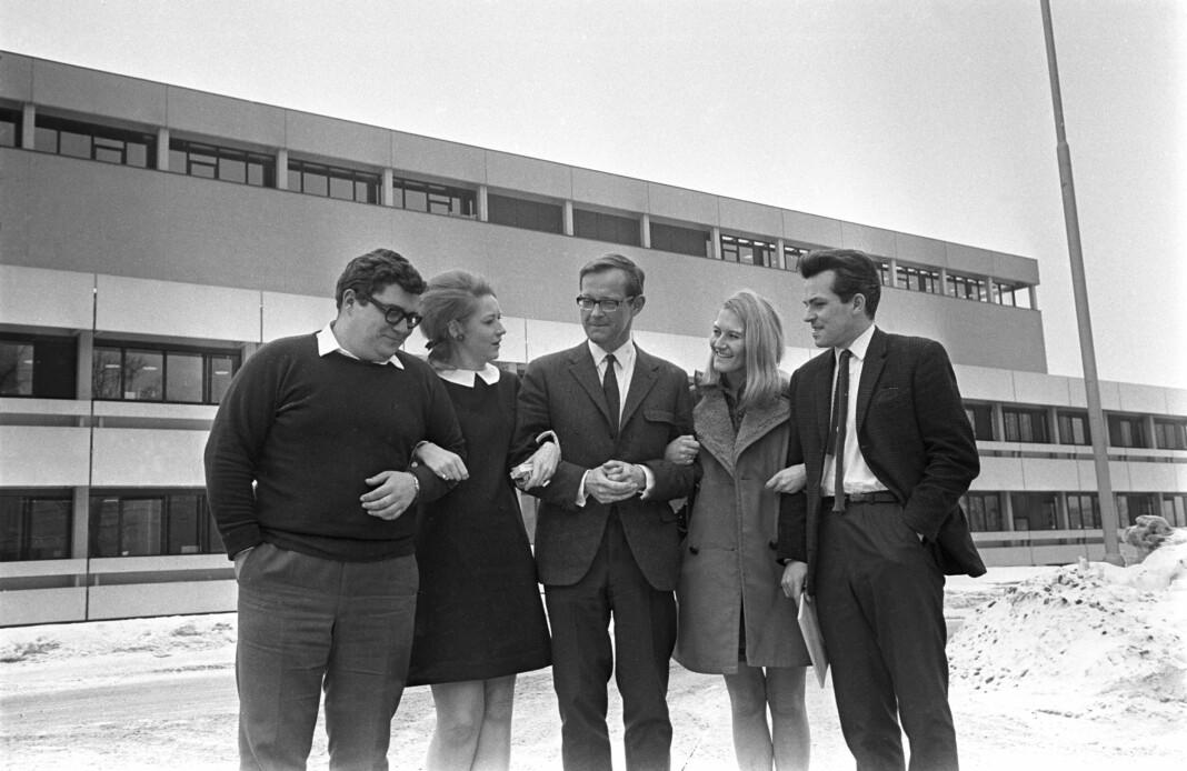 Ringnes herre: Programleder og journalist Haagen Ringnes i midten sammen med andre medlemmer av «Her og Nå»-redaksjonen i NRK, Mars 1969. Bildet har egentlig ingenting med noen av PFU-sakene å gjøre, vi beklager på vegne av Sjournalisten og Sjournalisten.no.
