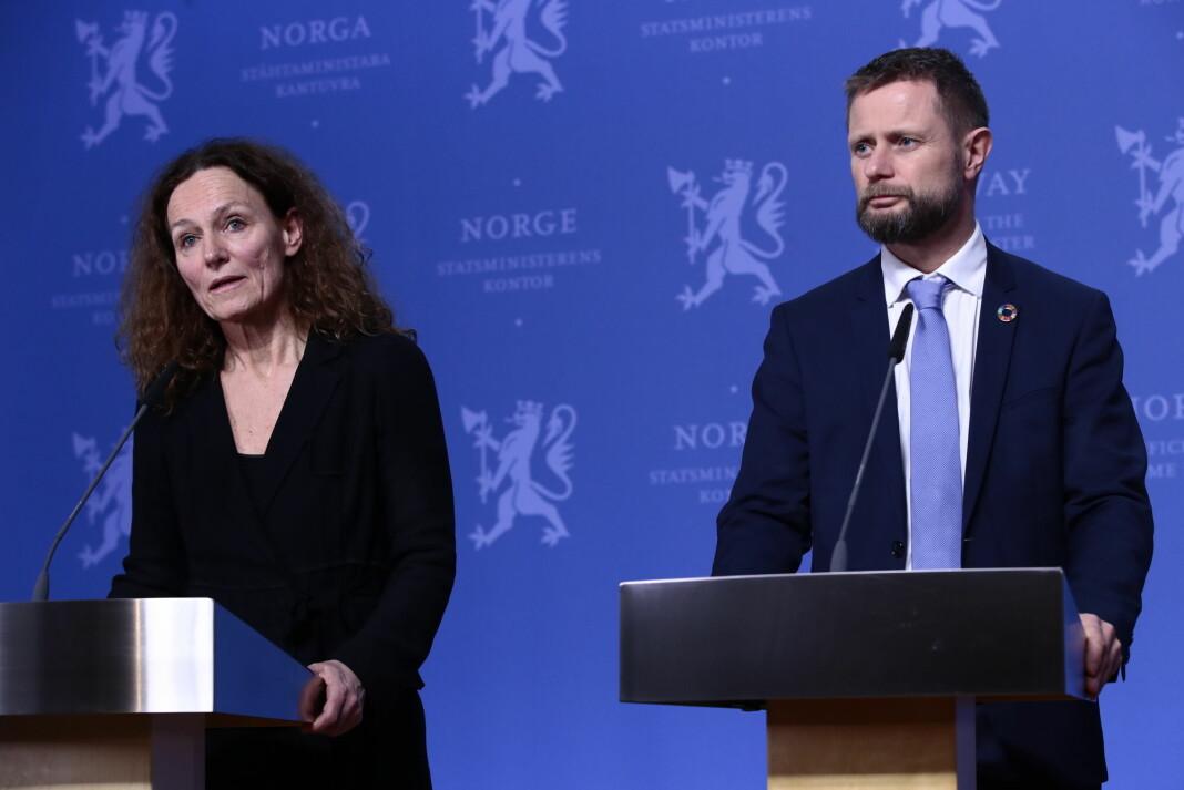 Helseminister Bent Høie og direktør i Folkehelseinstituttet Camilla Stoltenberg under torsdagens korona-pressekoneranse.
