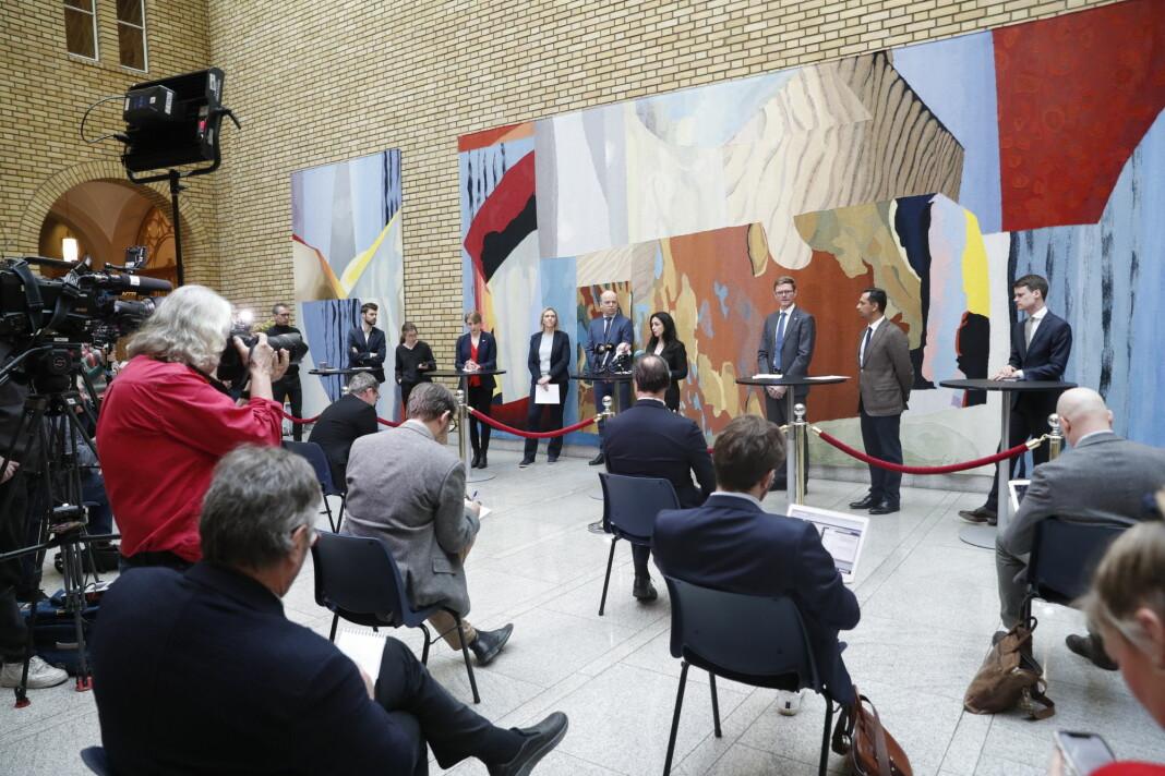 Pressekonferanse på Stortinget i forbindelse med regjeringens krisepakke. Foto: Terje Bendiksby / NTB scanpix