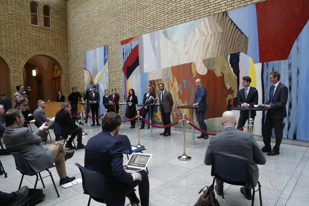 NORGE: Pressekonferanse på Stortinget i forbindelse med regjeringens krisepakke.