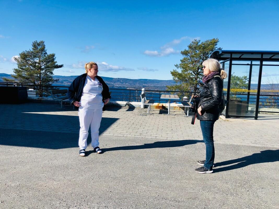 NORGE: Avstandsintervju: Kathrine Geard fra Fagbladet (tidligere Journalisten) intervjuer helsefagarbeider på Sunnaas sykehus Lene Johansen.