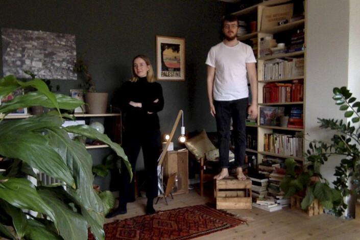 Dokumenterer folks nye hjemme-hverdag gjennom dårlige webkamera