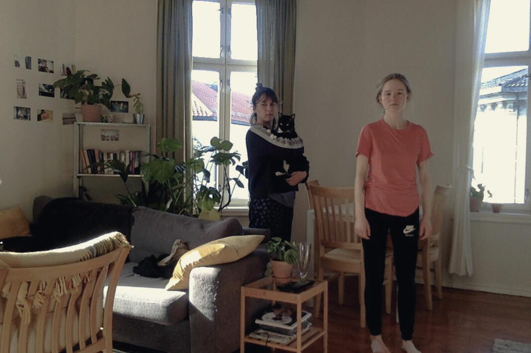 Anouk Brundo-Bull (23), Sofie Nissen (23) og katten Ferguson Fotografstudent, Oslo. – Ganske rart, men også litt gøy: mye spill, tegning og en del eksistensiell krise.