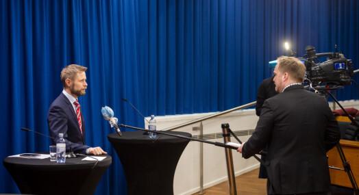 Ber om at pressekonferanser holdes utendørs der dette er mulig