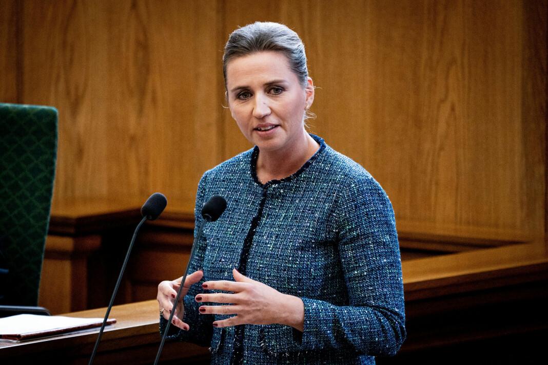 Danmarks statsminister Mette Frederiksen på plass i Folketinget.