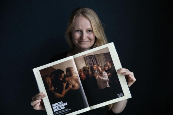 Monica Strømdahl fikk besøk av Aftenposten-kollega og styremedlem i Pressefotografenes klubb, Paal Audestad, like etter det ble kjent at hun vant. Han tok dette bildet av vinneren.