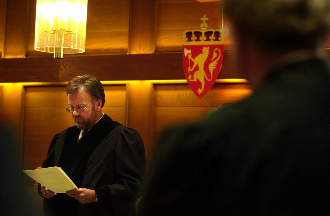 Kristiansand byrett i 2001: Sorenskriver Jørn Ree leser dommen mot Viggo Kristiansen og Jan Helge Andersen.