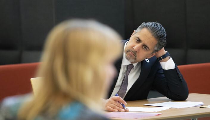 Abid Raja i møte med presseorganisasjonene fredag 3. april.