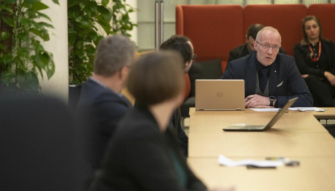 Generalsekretær Arne Jensen i Norsk Redaktørforening reagerer med skepsis på arrangørplanene om å GPS-spore journalister under OL.
