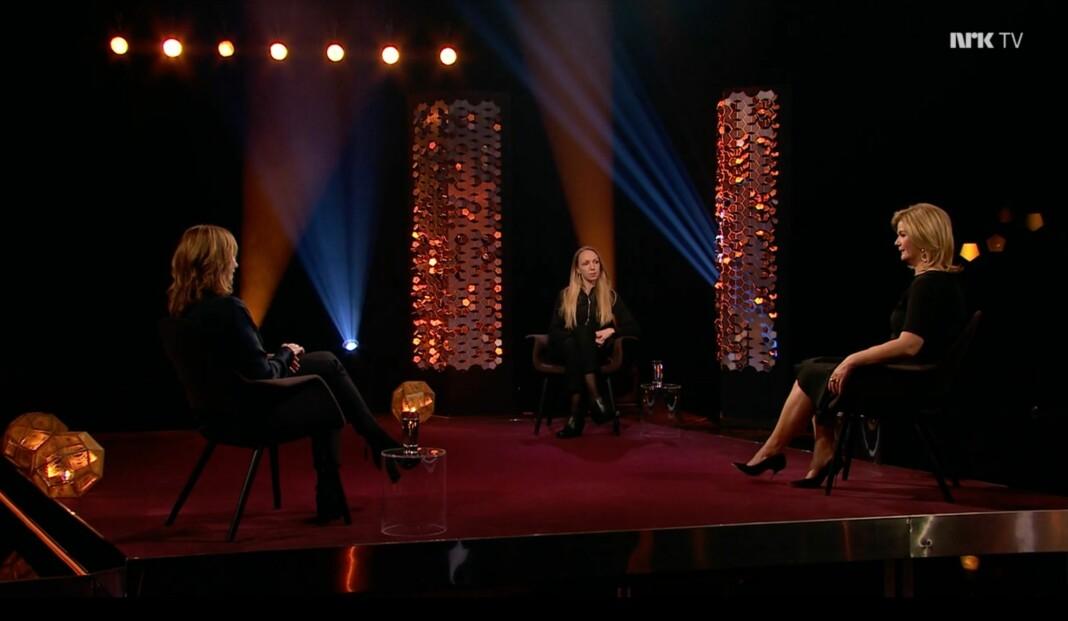 God avstand mellom intervjuobjekter og programleder på NRKs Lindmo.