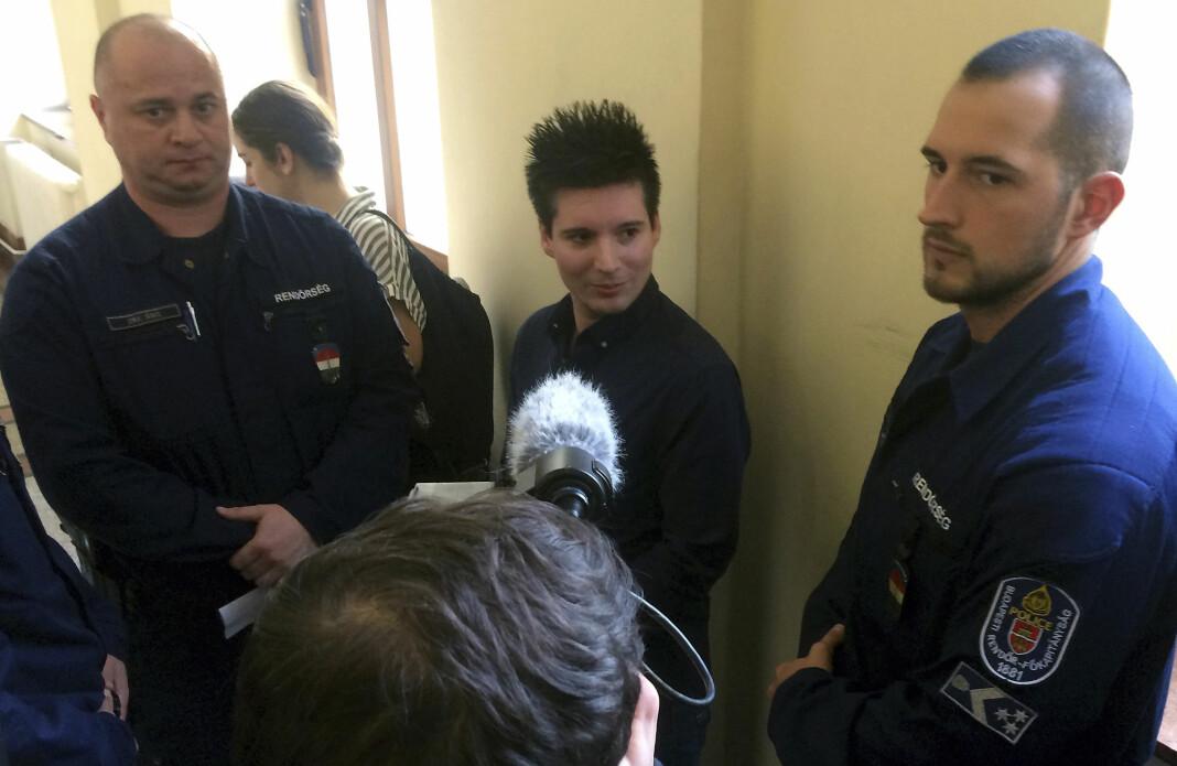 Rui Pinto (i midten) står bak datalekkasjen Football Leaks. Han ble pågrepet og utlevert fra Ungarn til hjemlandet Portugal i mars 2019.