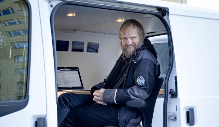 «Koronakontoret» til Klassekampen-fotograf Tom Henning Bratlie blir med ham hvor enn han skal fotografere