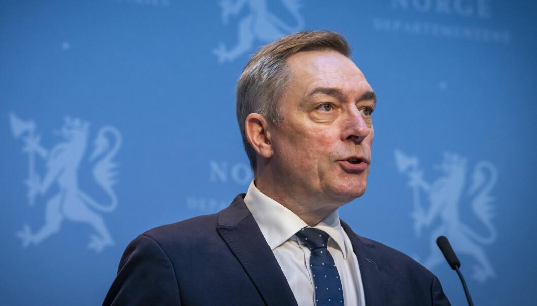 Forsvarsminister Frank Bakke-Jensen (H) la fram et omstridt forslag til ny etterretningstjenestelov onsdag. Han avviser at det vil føre til masseovervåking.