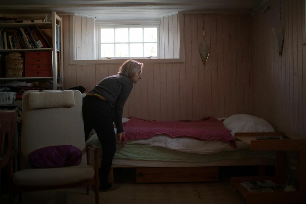 «Mamma rer opp senga i kjelleren».