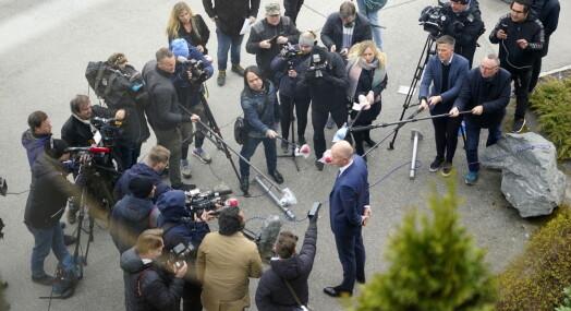 BILDESERIE: Slik gikk det med smittevernet da journalistene skulle dekke en «vanlig» nyhetssak
