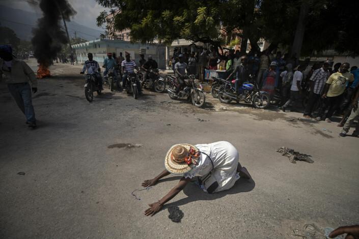 Dette bildet tatt av AP-fotograf Rebecca Blackwell kom til finalen. Bildet er fra Port-au-Prince.