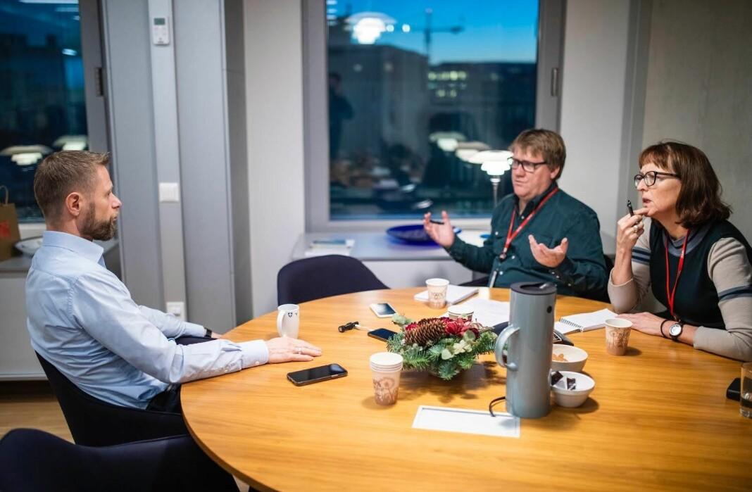 Avsløringene til VG fikk politiske konsekvenser. Her intervjuer Anne Stine Sæther og Eirik Mosveen helseminister Bent Høie (H).