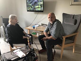 Gisle Oddstad og Frode Hansen var fotografene i Skup-teamet. Her snakker Oddstad med Lillemor, som VG fortalte historien til.