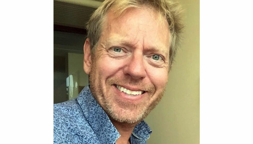 Roar Valderhaug forlater Kaptial og venter «hjem» til Aftenposten.