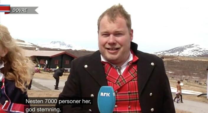 Pål Plassen skulle rapportere fra 17. mai-feiringa fra Dovrefjell i 2014. Det ble en kald opplevelse.