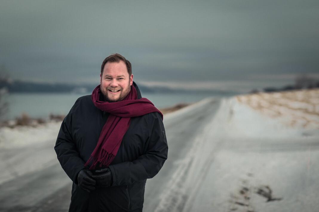 Pål Plassens drømmeoverskrifter er «Verden fri for korona» og «P1-Pål: Her er min nye kjæreste». Han leder radioprogrammet «Plassen» på NRK P1.
