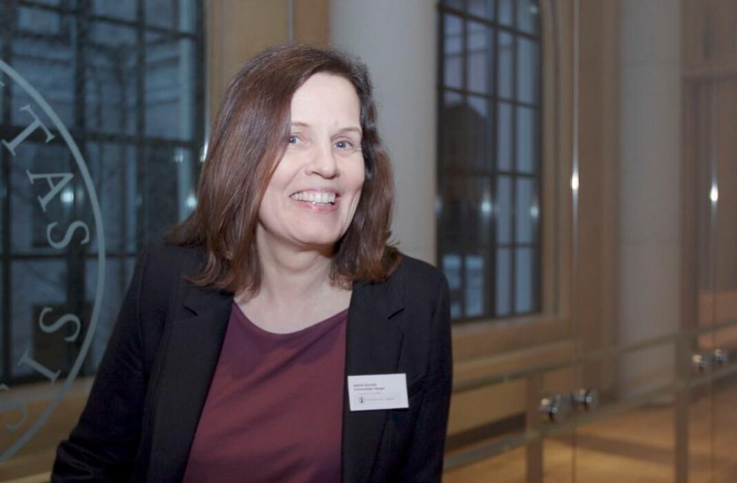 Astrid Gynnild, professor i medievitenskap på Universitetet i Bergen, er medredaktør for ny bok om VR-journalistikk.