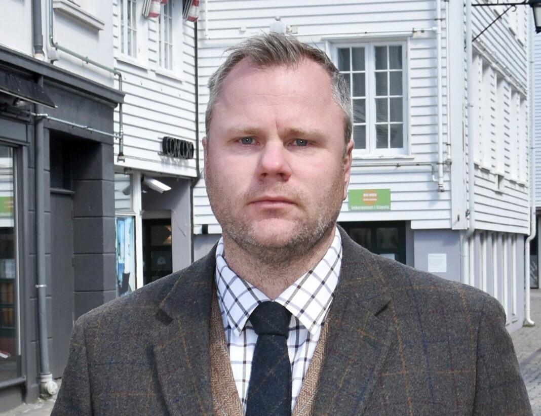 Etter en periode som konstituert, er Petter Emil Wikøren ansatt som ansvarlig redaktør i Lindesnes.