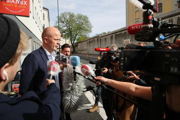 «Svein Holden er ingen hvem som helst i norsk strafferett. Han har 12 års erfaring som påtalejurist, hvorav de fleste i den høyere påtalemyndighet», skriver artikkelforfatteren.