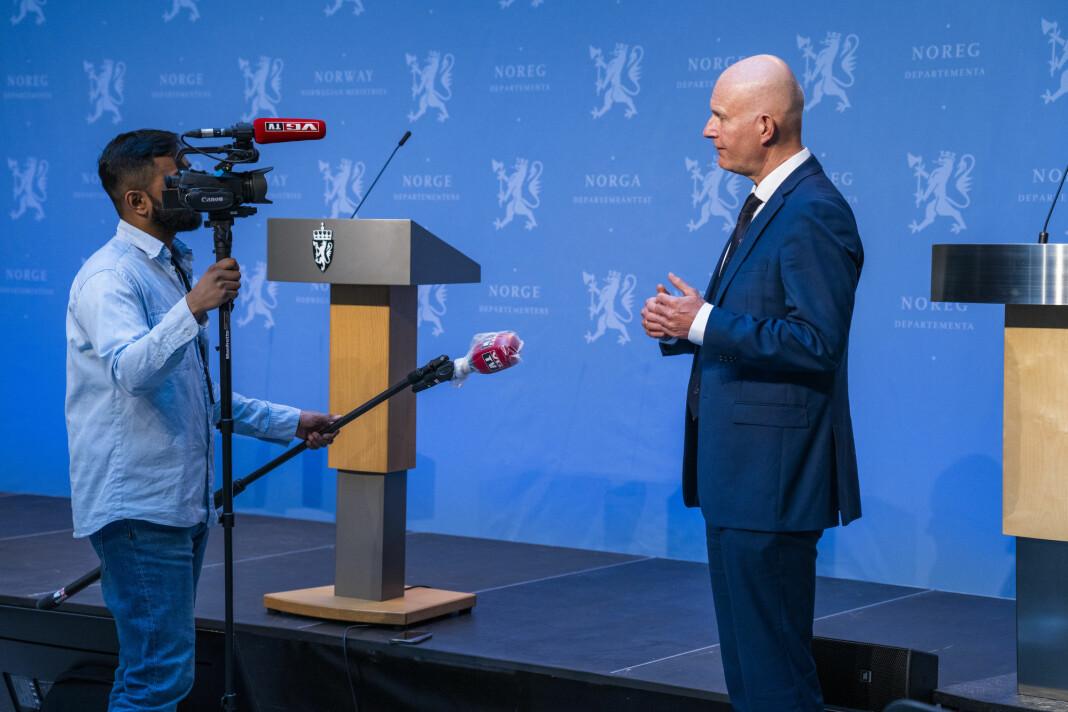 «Som situasjonen er i dag, produserer tilsynelatende ukritiske journalister, artikkel på artikkel om koronapandemien, den ene artikkelen mer uvesentlig enn den andre», skriver fastlege Morten Busch.