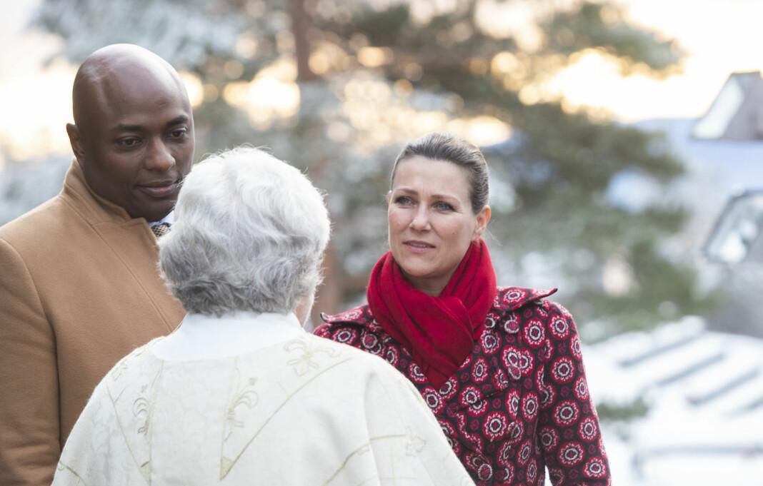Prinsesse Märtha Louise sier det har vært ekstra belastende med medieomtale der hun ikke har medvirket etter at den tidligere ektemannen Ari Behn døde. Her er hun fotografert sammen med kjæreste Durek Verrett.