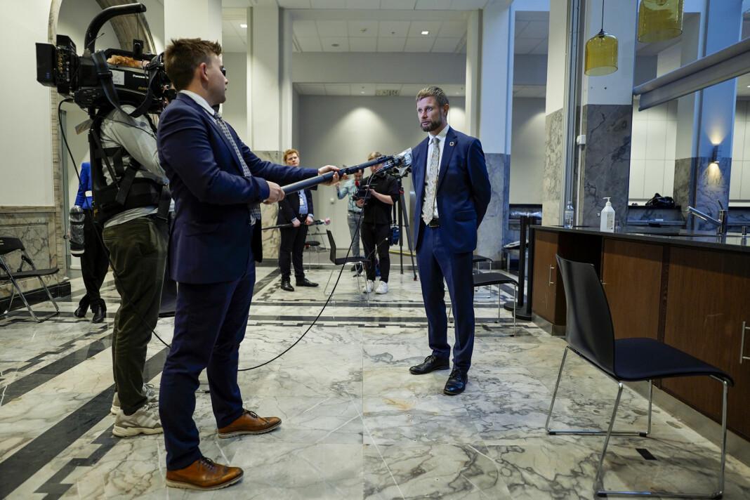 Helse- og omsorgsminister Bent Høie (H) under en pressekonferanse om koronatiltak.
