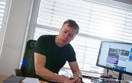 Gir seg som sjefredaktør, blir sommervikar: – Ser fram til å bli sendt ut for å sjekke jordbær-prisene på torget