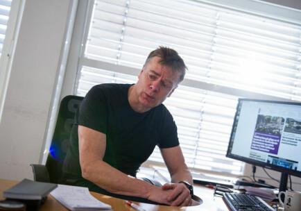 Sjefredaktør blir sommervikar: – Ser fram til å bli sendt ut for å sjekke jordbær-prisene på torget
