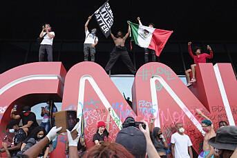 Demonstranter angrep hovedkvarteret til CNN