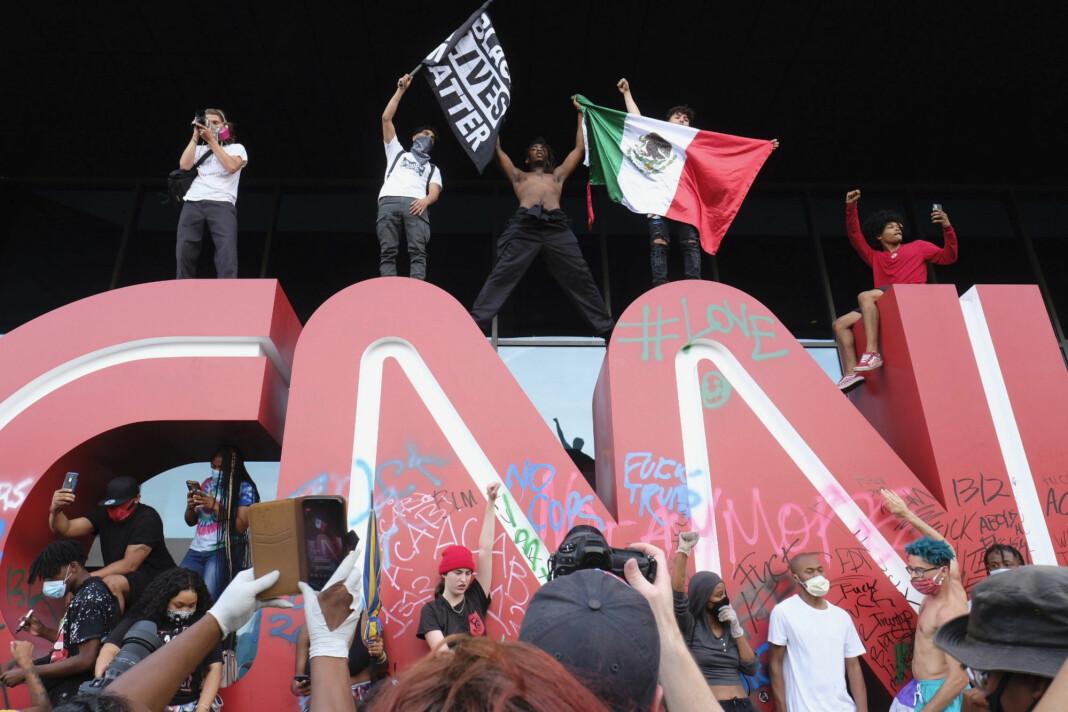 Inngangspartiet til CNNs hovedkvarter i Atlanta ble vandalisert.