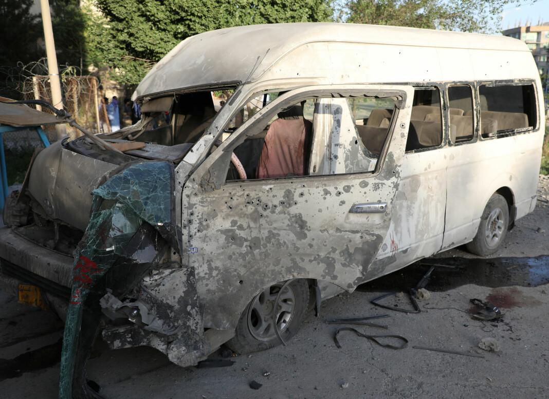 Sjåføren og en journalist ble drept mens flere andre ble såret.