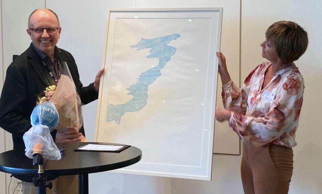 Prisvinnar Eivind Molde og juryleiar Solveig Barstad.