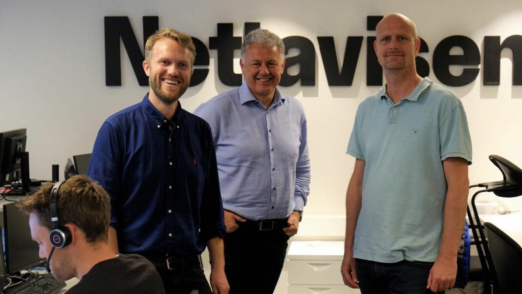 Sjefredaktør Gunnar Stavrum med Halvor Ripegutu (t.v.) og Stian Guldhaug i Nettavisens redaksjonslokaler mandag formiddag.
