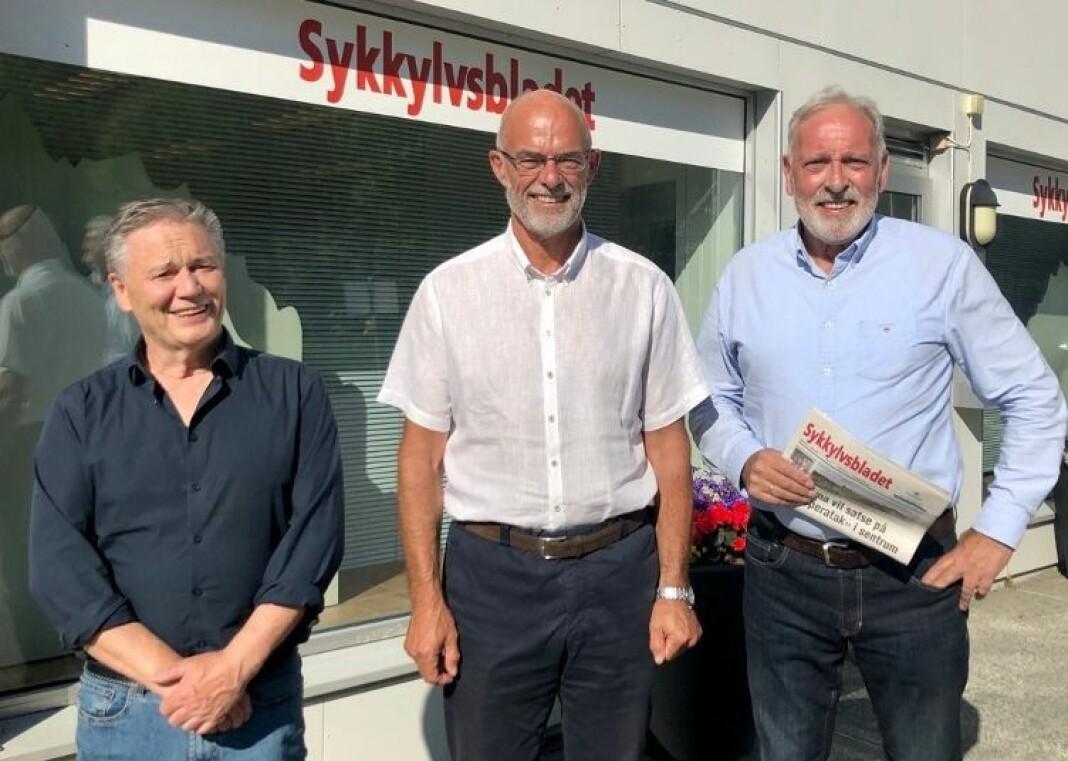 Fra venstre markedssjef Aage Eikrem, direktør lokale mediehus i Sunnmørsposten, Lidvar Flydal og redaktør og daglig leder Frank Kjøde.