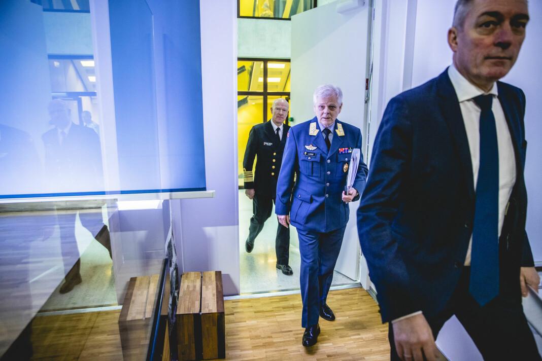 Forsvarssjef Haakon Bruun-Hanssen, sjef for Etterretningstjenesten, generalløytnant Morten Haga Lunde, og forsvarsminister Frank Bakke-Jensen.