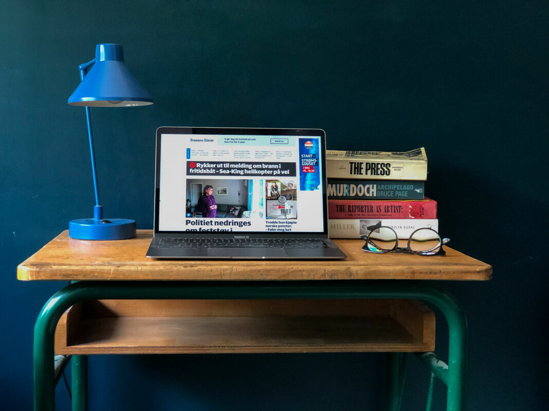 Motviljen mot å betale for digitale nyheter fortsetter å falle i Norge. Her er det Amedia-eide Drammens Tidende som leses.