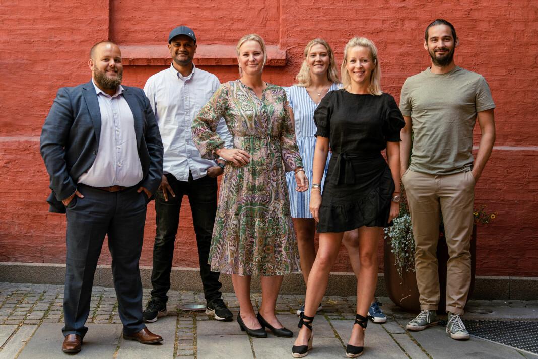 Fra venstre: Gard L Michalsen, sjefredaktør E24, Lucas H. Weldeghebriel, daglig leder Shifter, Aslaug Ingeborgrud Syvertsen, kommersiell leder Shifter, Ragnhild Oskarsen, administrasjonssjef E24, Ida Barth Thomassen, administrerende direktør E24 og Per-Ivar Nikolaisen, redaktør Shifter.