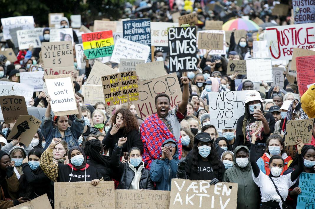 Demonstrasjonen «We can't breathe - rettferdighet for George Floyd» utenfor Stortinget i Oslo samlet tusenvis av mennesker.