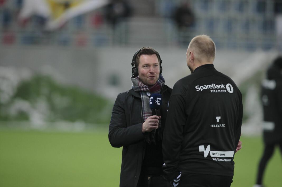 Kristian Oma er ny sportssjef i Nent-gruppens norske avdeling. Her fra hans dager som Eurosport-reporter, i intervju med daværende Odd-trener Dag-Eilev Fagermo.