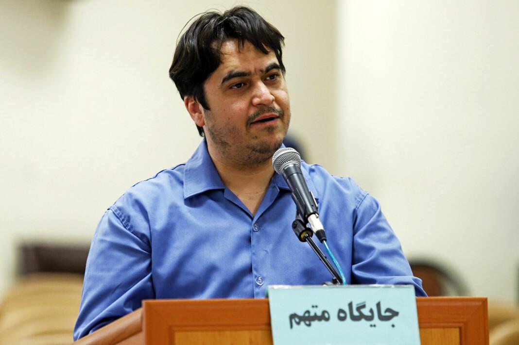 Den iranske journalisten Ruhollah Zam under rettssaken i Teheran. En domstol kunngjorde tirsdag at eksil-iraneren, er dømt til døden.